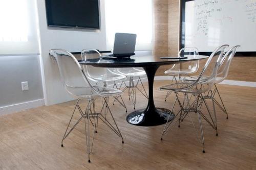 cadeira-dkr-acrilica-pcozinha-escritorio-ou-sala-de-jantar_MLB-F-4017368353_032013